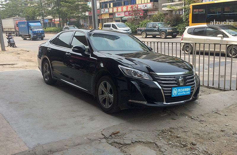 广州市白云区2015年丰田皇冠租赁价格-凹凸个人租车