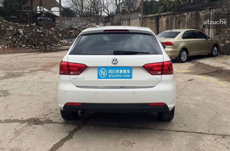 公里数少。上海沪牌。高配,朗行是上海大众基于朗逸平台打造的一款旅行车。新款朗行增加了两款运动车型,外观和内饰升级明显,相比13款朗行更加时尚运动。车型空间丰富实用,性能优异。目前在年轻消费群体中,朗行拥有较高的关注度